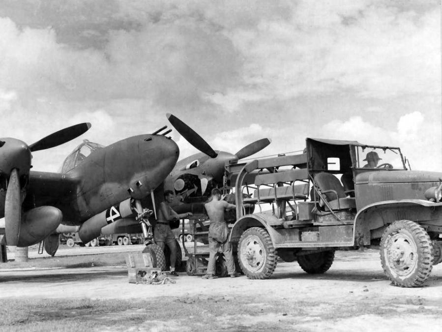 Lockheed p 38j 10 lo lightning 42 67842 squadron number 4 459th fs 80th fg pacific